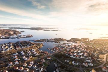 Fischerdorf in Schweden bei Dämemrung