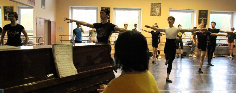 Männer-Training des Staatlichen Russischen Ballett Moskaus