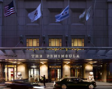 Eingang des The Peninsula Chicago