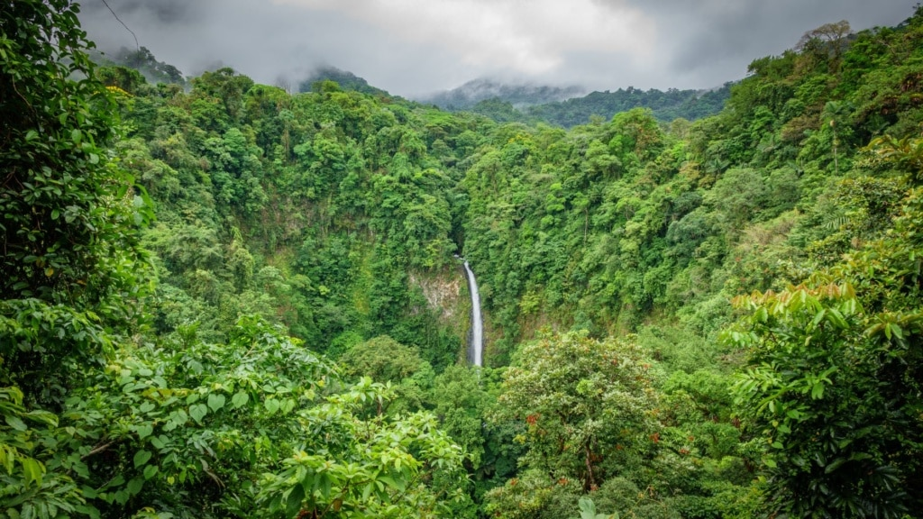 San-Carlos-Wasserfall im Volcano Nationalpark in Costa Rica