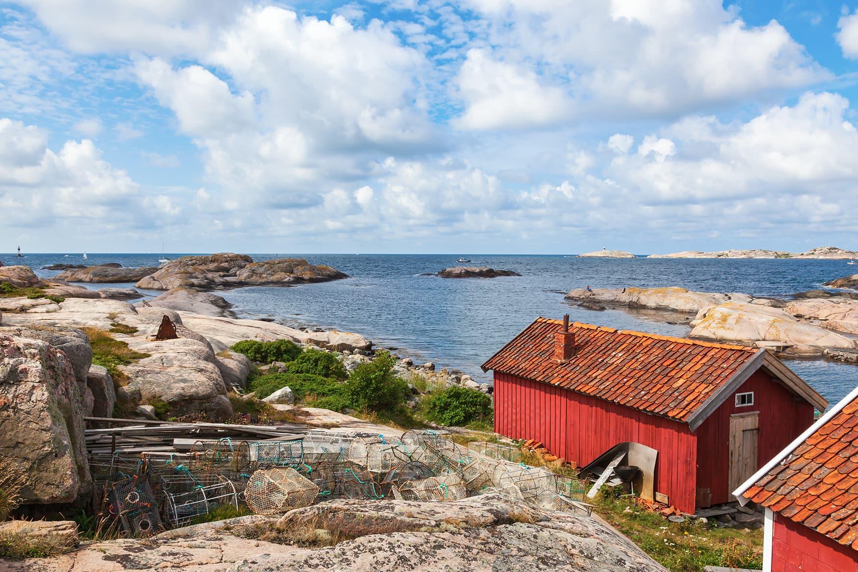 Rote Holzhütten in Westschweden