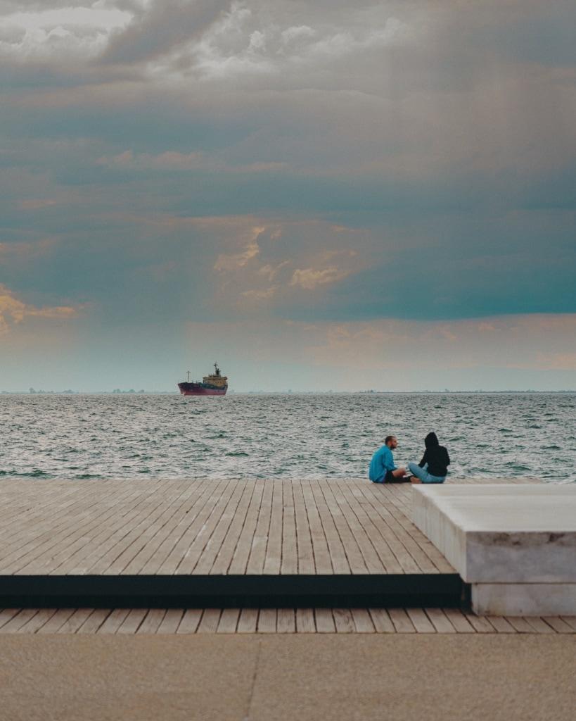 Auf einen Schwatz am Hafen von Thessaloniki.
