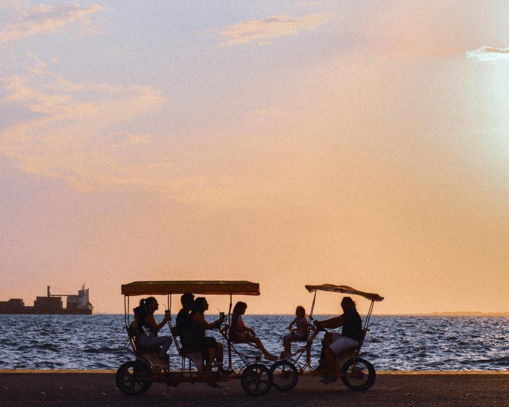 Die Sonnenuntergänge in Thessaloniki sind wunderschön, am besten von der Promenade aus.