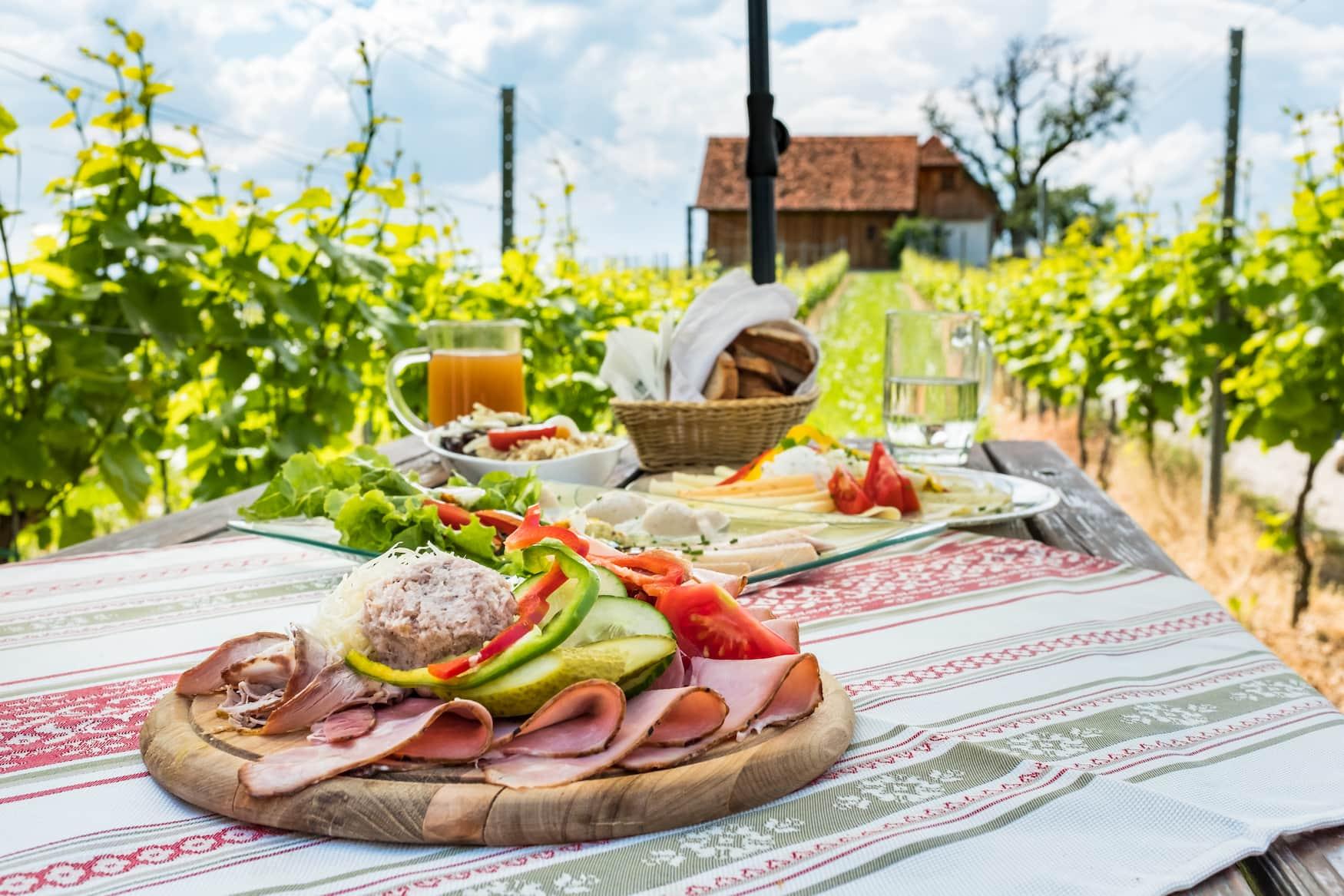 Brettljause - typische Brotplatte aus Kärnten