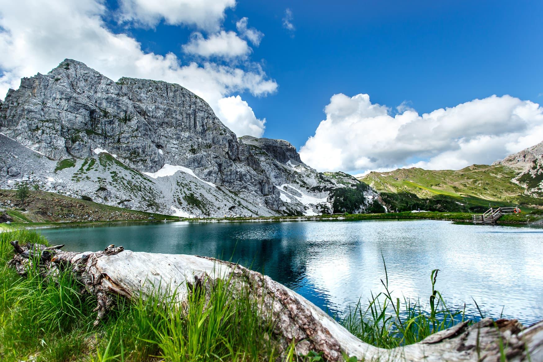 Bergpanorama am See in Hermagor, Kärnten