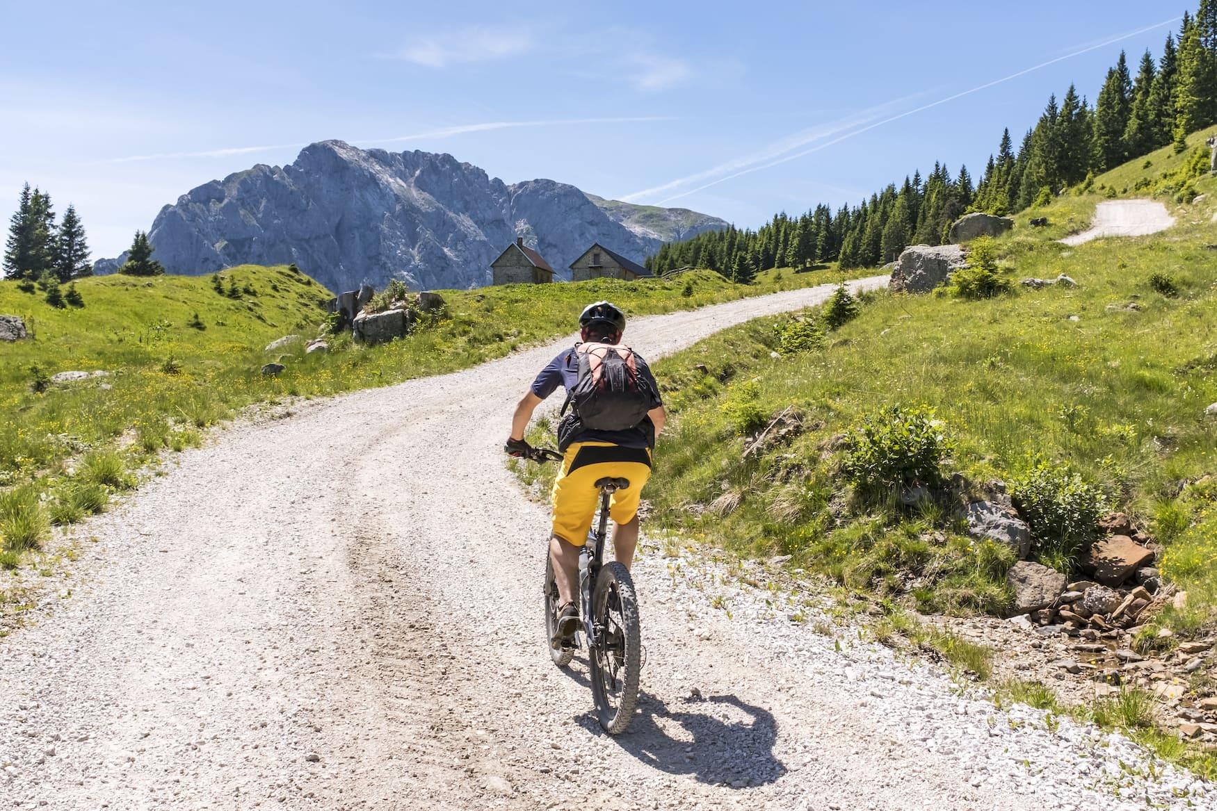 Mountainbiker in österreichischen Alpen