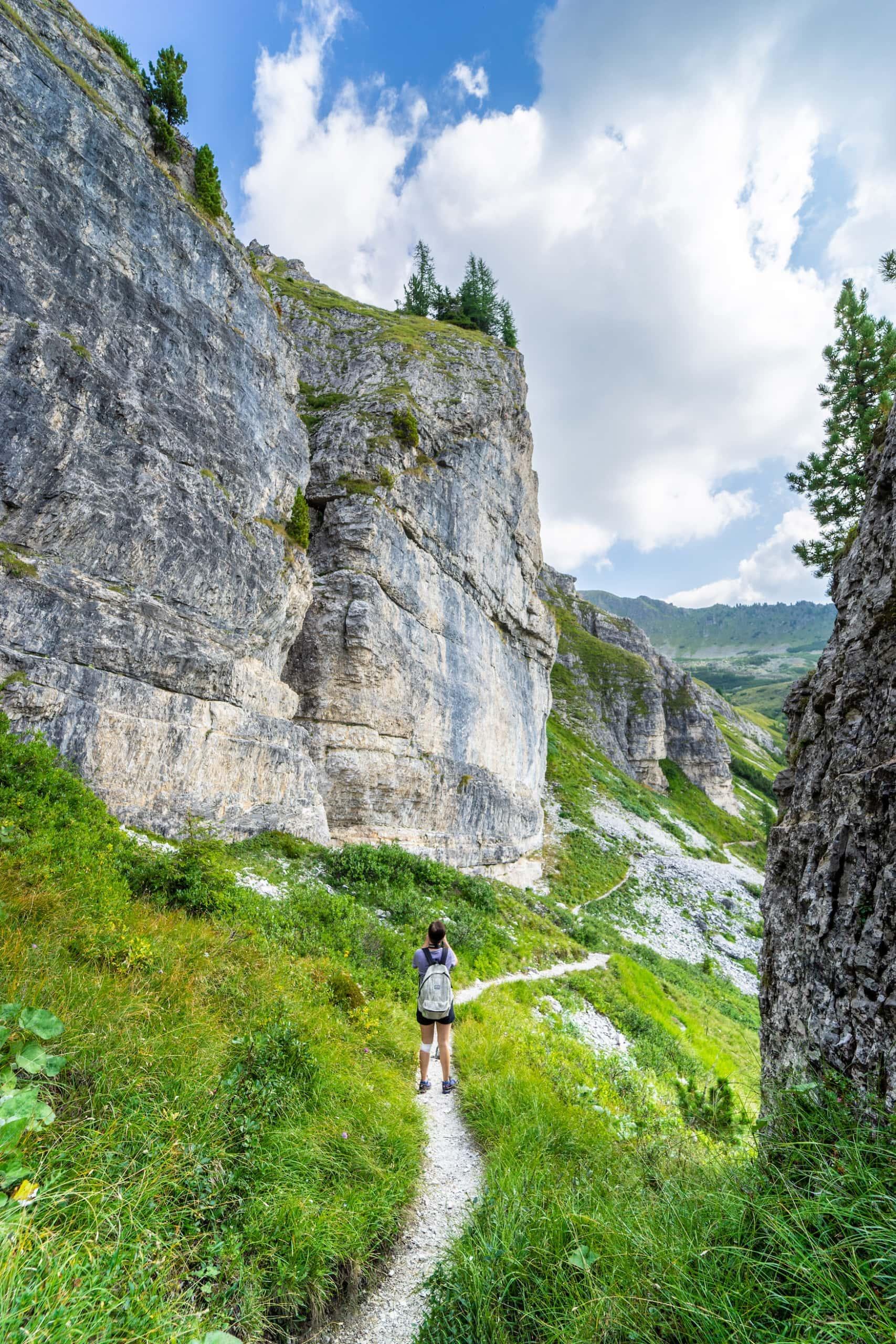 Wanderin in den Nocky Mountains in Kärnten
