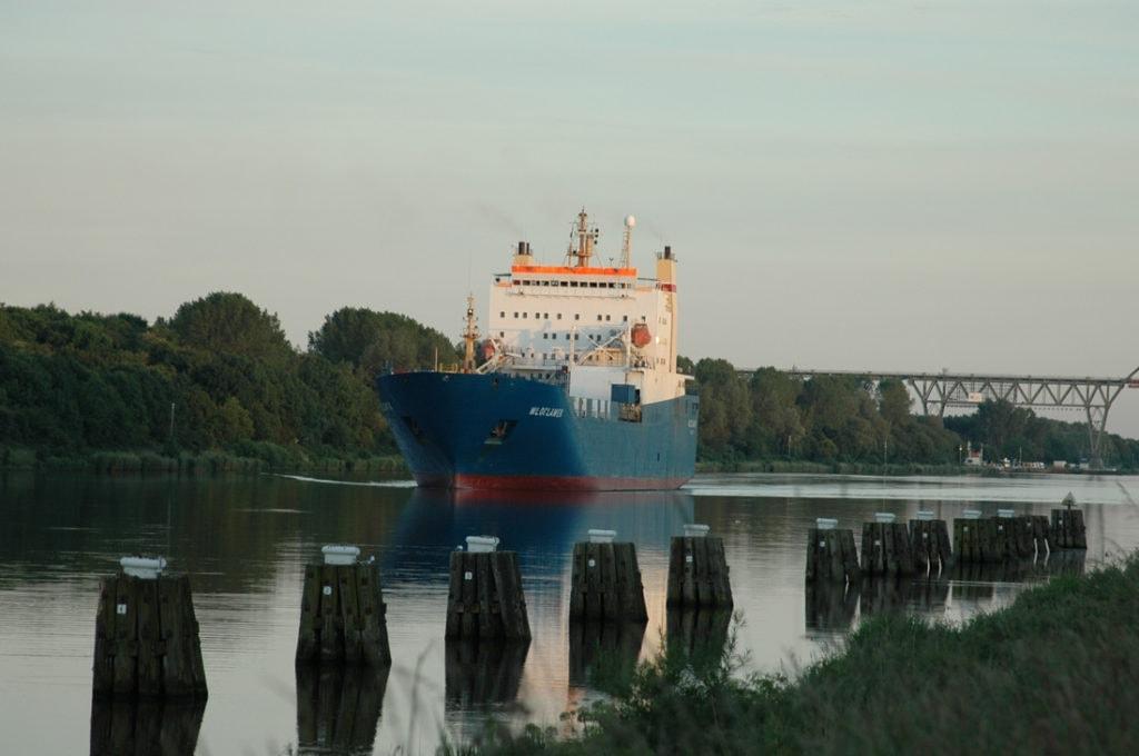 Schiff auf dem Nord-Ostsee-Kanal