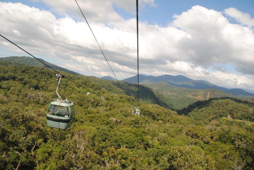 Seilbahn über dem Regenwald in Queensland