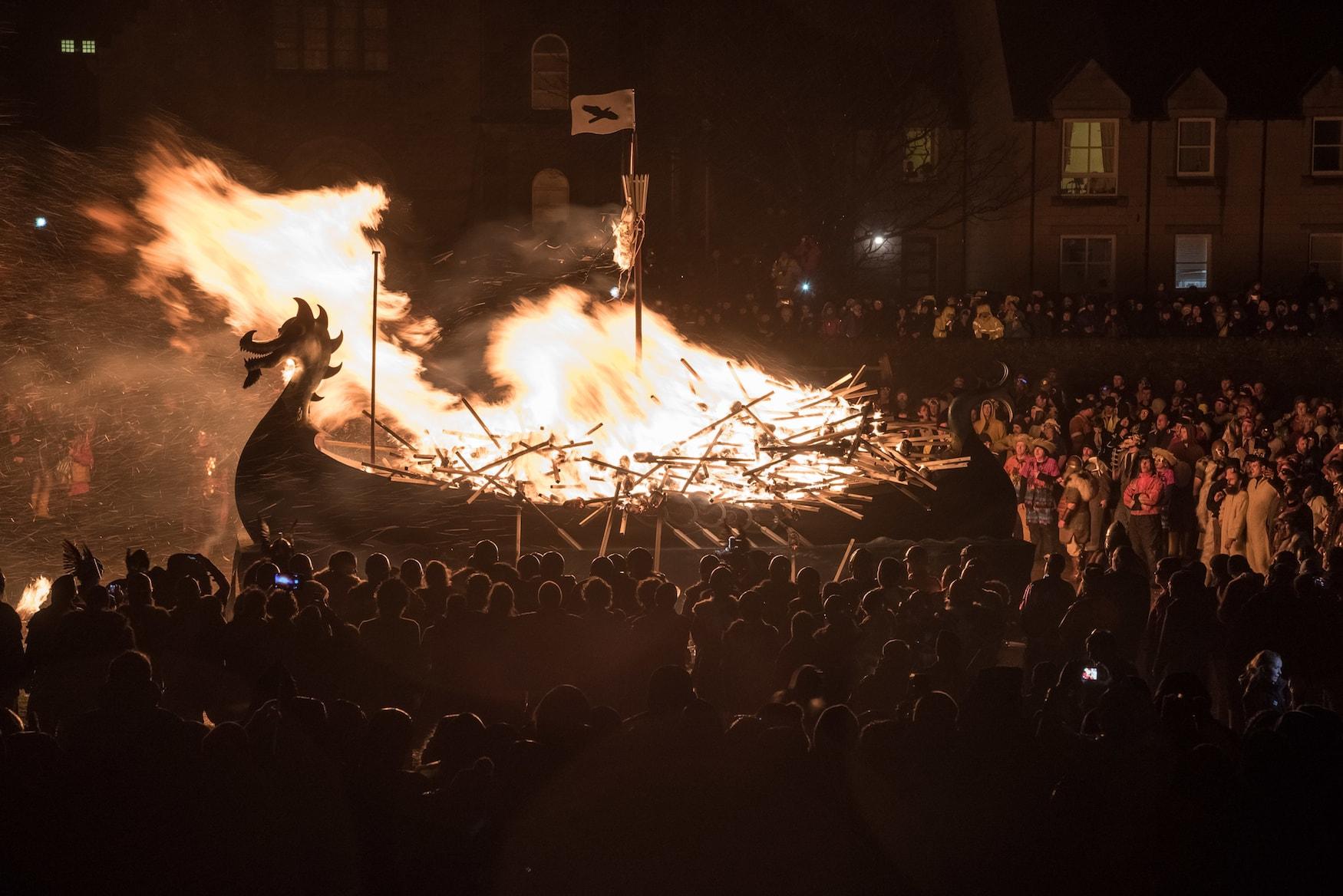 Galere brennt ab beim Festival