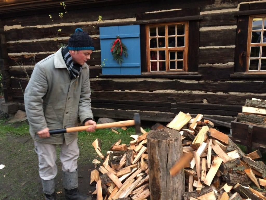 Spreewaldweihnacht: Holzfäller in Lehde