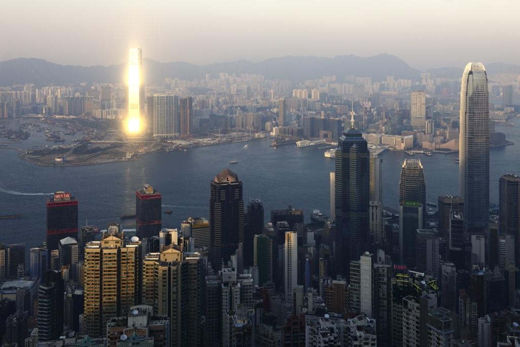 Blick vom Peak auf das im Sonnenuntergang erstrahlende ICC-Hochhaus, International Center of Commerce, Hong Kong, China, Asien
