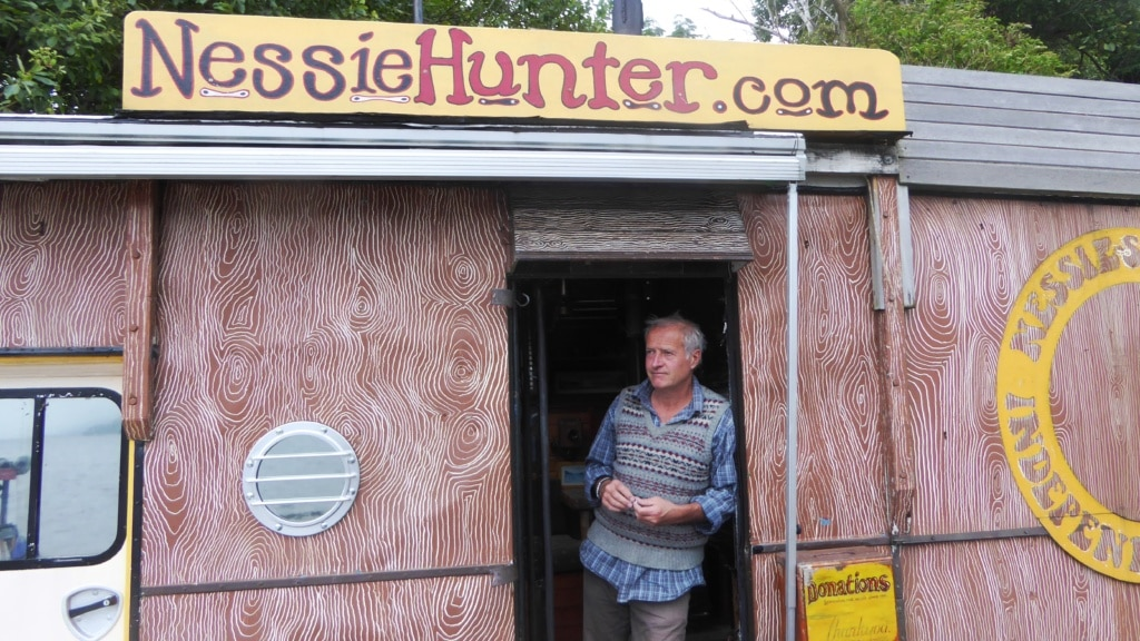 Steve Feltham in seiner Bude am Ufer von Loch Ness