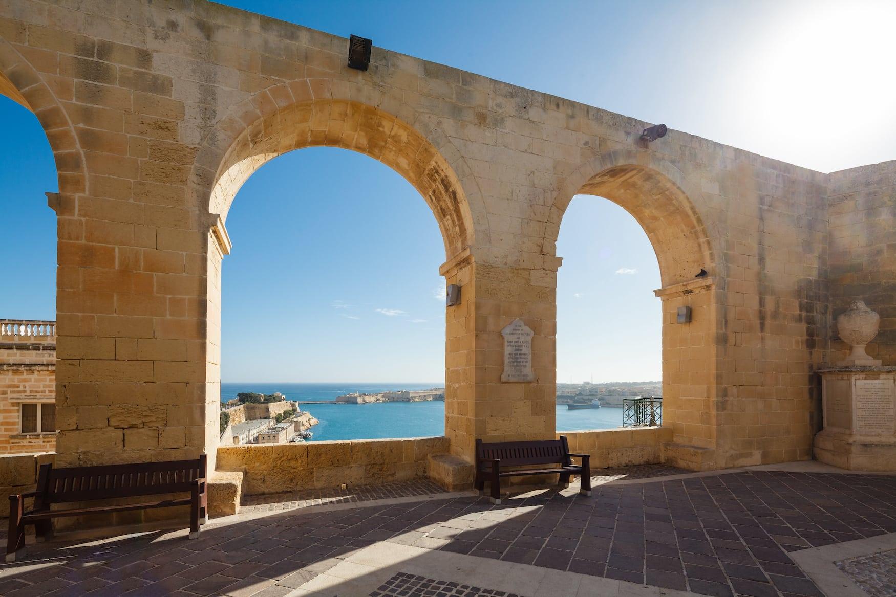 Barracca-Gärten in Malta mit Blick auf den Hafen von Valletta