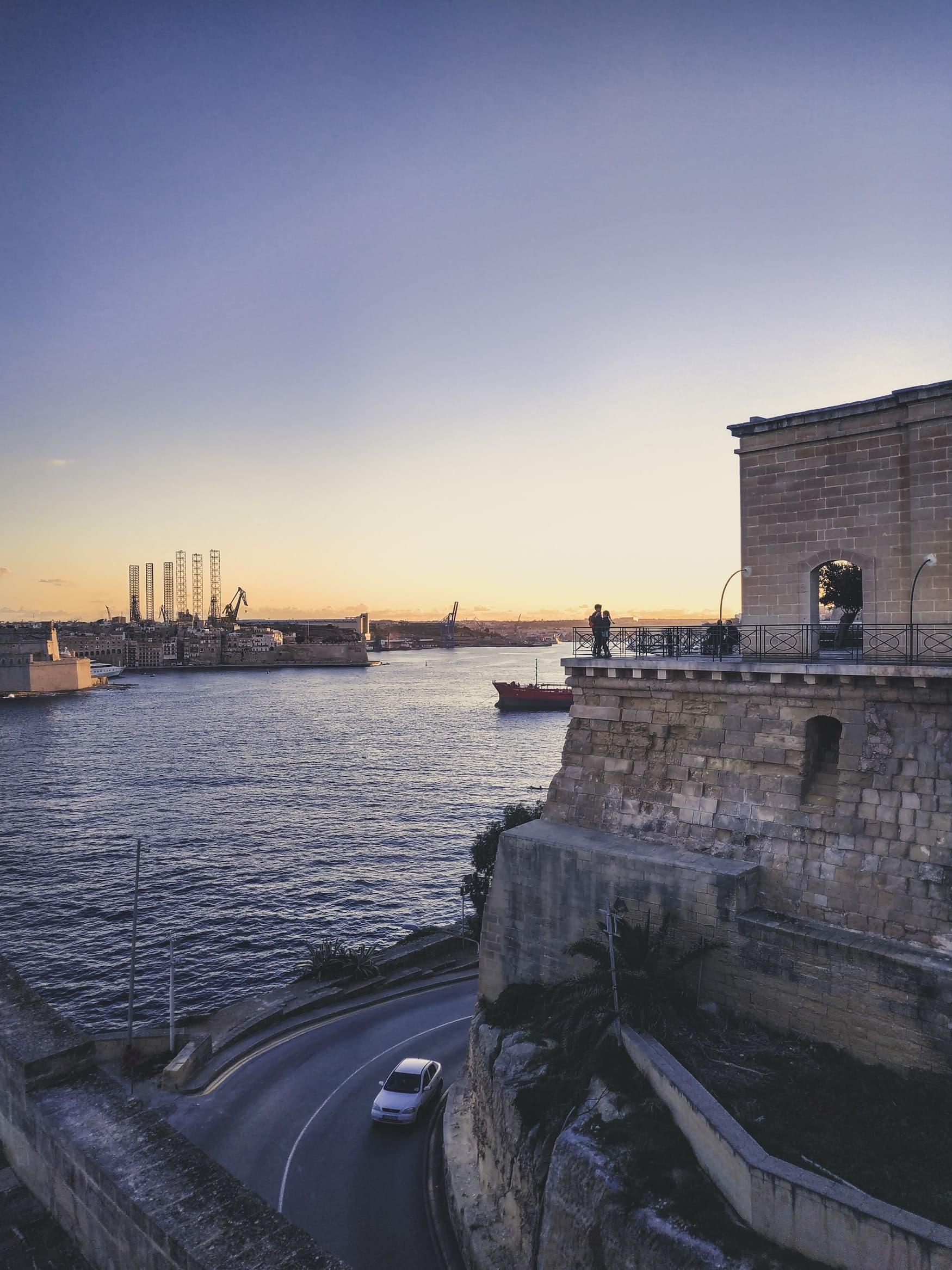 Hafen von Valletta bei Sonnenuntergang
