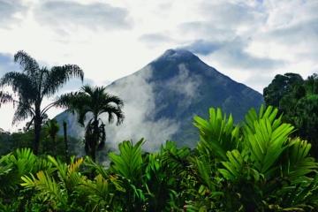 Vulkan Arenal beim Thermalgebiet Tabacon, Costa Rica