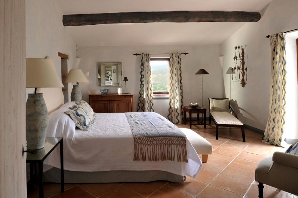 Schlafzimmer im Castello di Reschio in Umbrien
