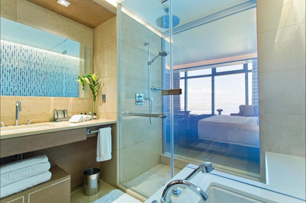 Badezimmer im Fairmont Baku