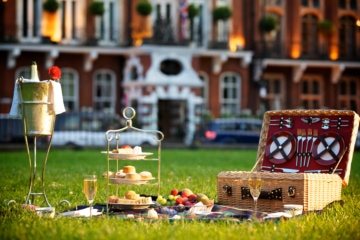 Milestone Hotel in London: Picknick vor dem Haus