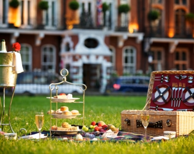 Milestone Hotel in London: Picknick vor dem Haus