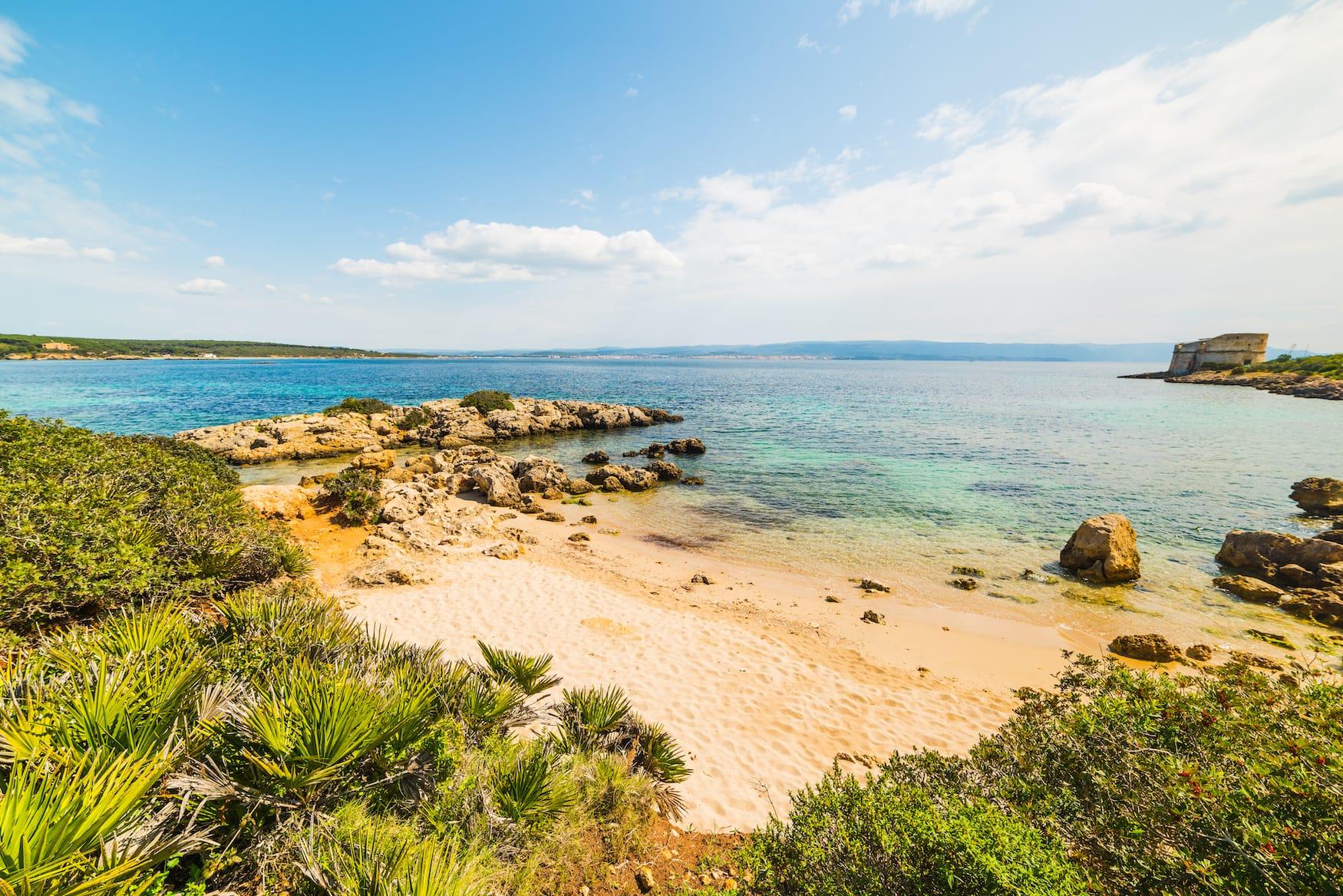 Strand an der Westküste von Sardinien