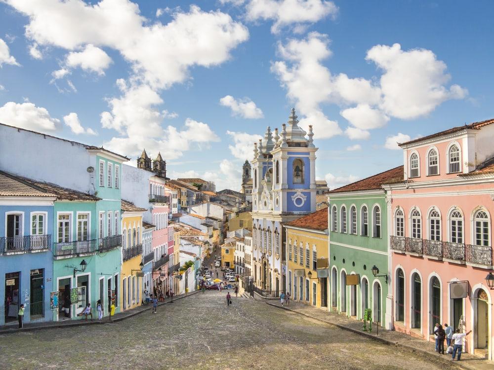 Salvador ist eine der ältesten Städte der Amerika, in Pelourinho stehen noch viele alte Kolonialbauten.