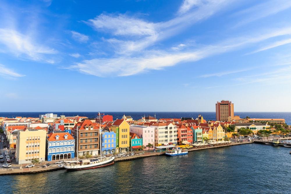 Willemstad war früher eine niederländische Kolonialstadt.