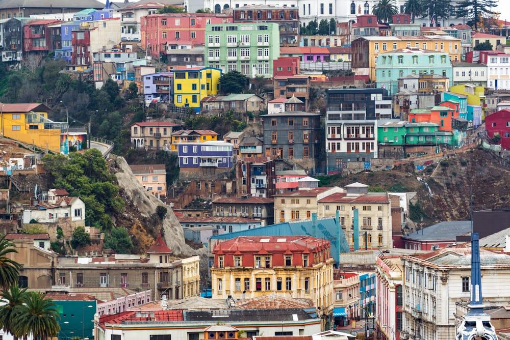 Valparaísp ist Chiles Künstlerstadt, bunt schmiegt sich die Hafenmetropole in die Hügel.
