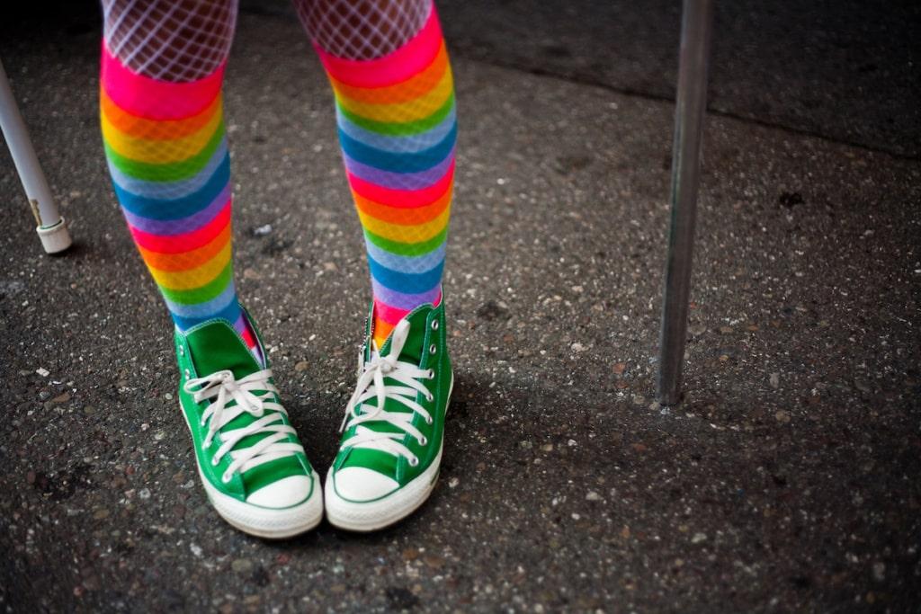 Beine eines CSD-Teilnehmer in San Francisco