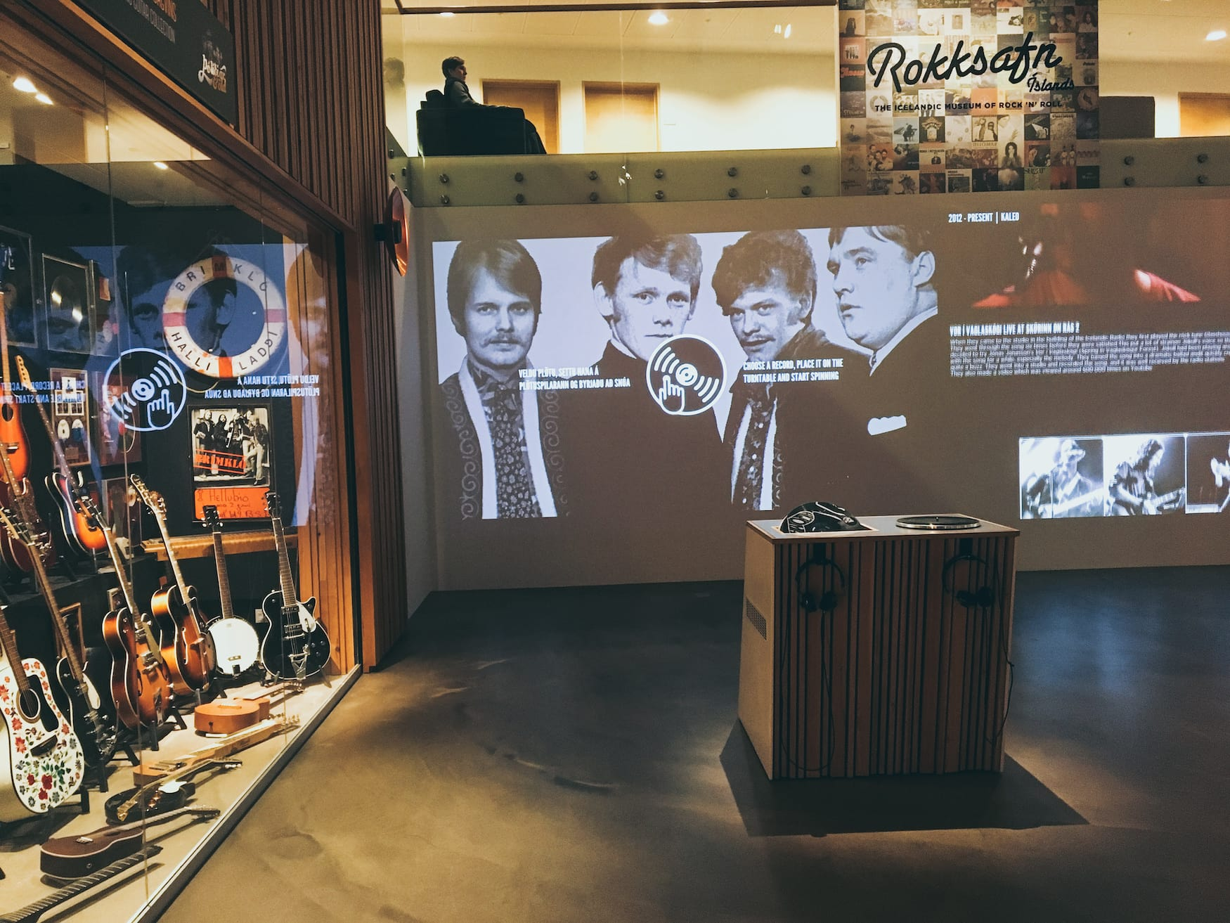 Blick ins Rock and Roll Museum in Keflavik, Island