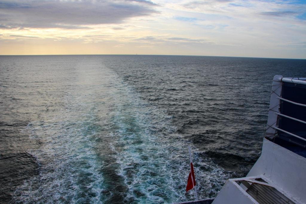 Die Fähren der Fährreederei DFDS verkehren täglich zwischen Amsterdam und Newcastle und bieten höchsten Komfort