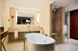 umeirah Frankfurt - Grand Deluxe Suite Bathroom