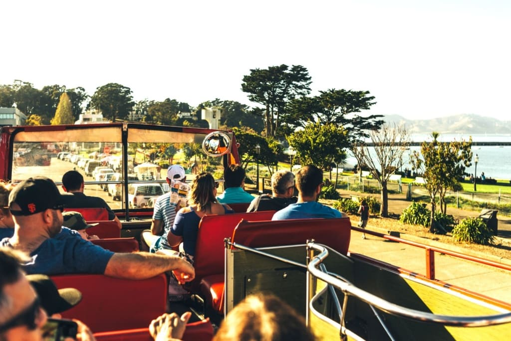 Gäste im Sightseeing Bus in San Francisco