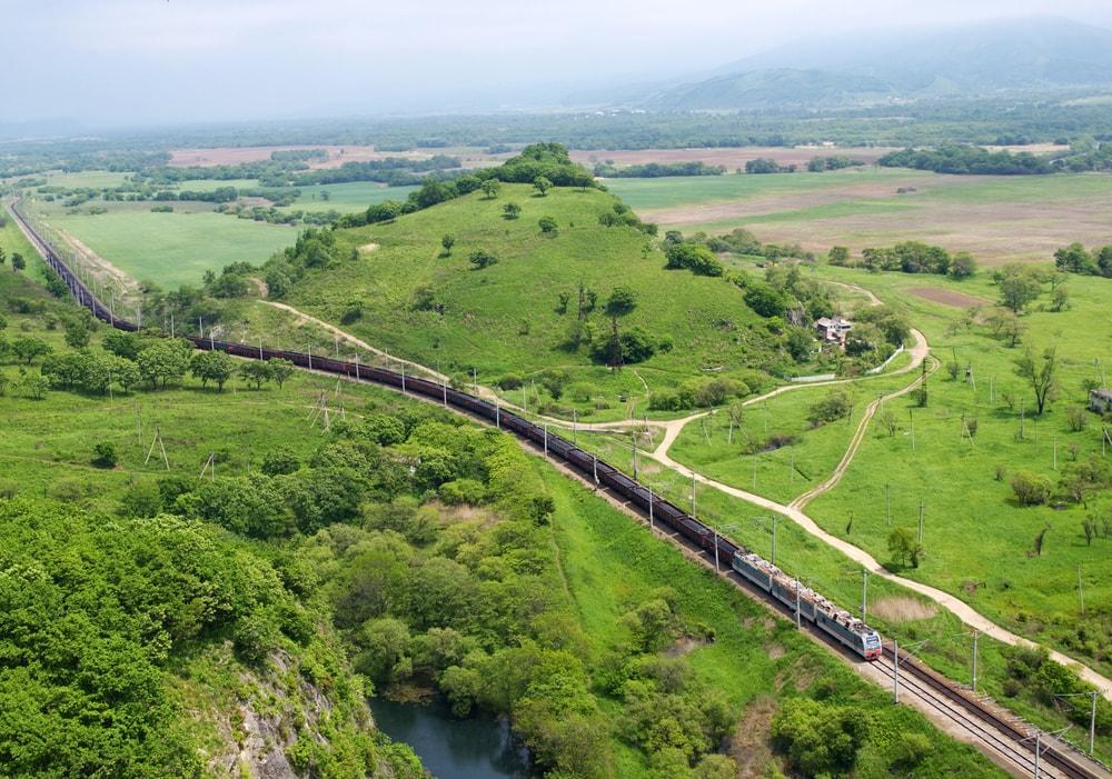 Schönsten Zugstrecken der Welt: Zug in der Primorsky-Region in Russland