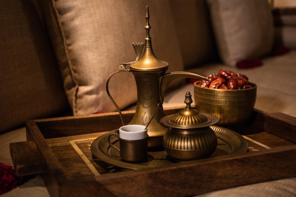 Kaffee-Set im Al Bait Sharjah