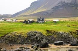 Holzhütten auf Island