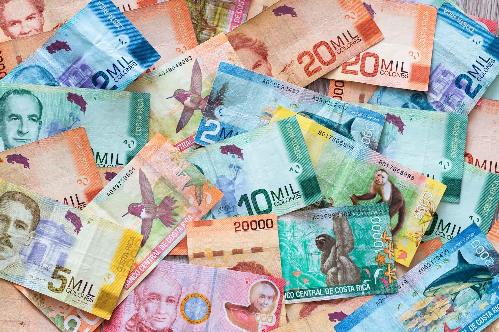 Bunte Geldscheine aus Costa Rica