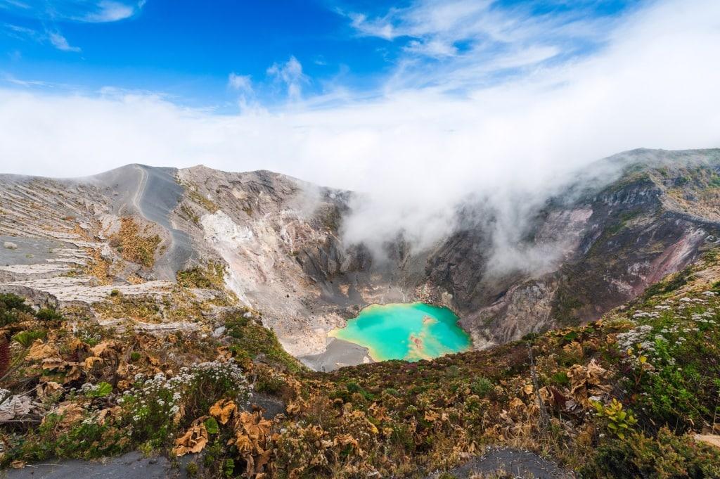 Berühmte Vulkane: Der Vulkan Irazu in Costa Rica ist einer der schönsten Vulkane der Welt.
