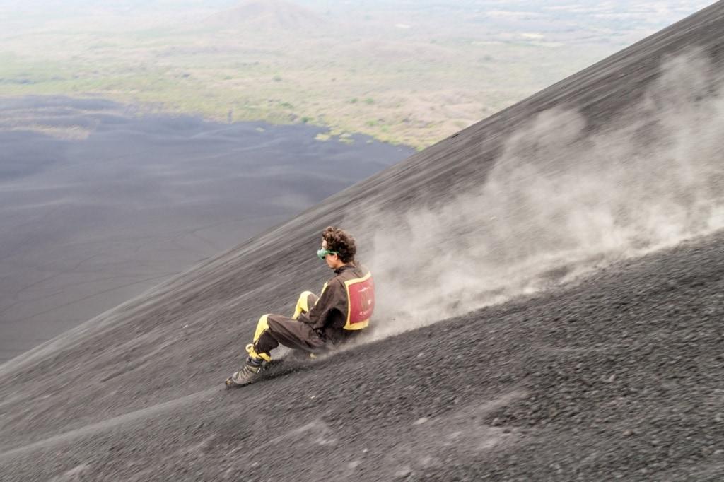 In Nicaragua lässt es sich Vulkane hinuntersurfen!