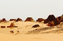 Besucher in Meroe im Sudan