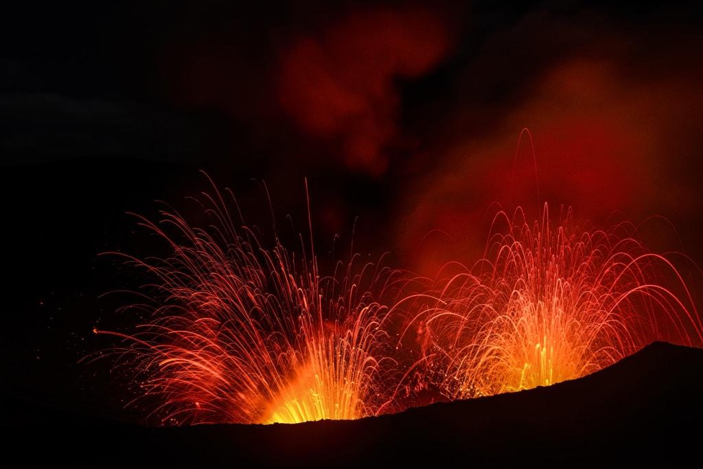 Eruption des Vulkans Yasur, fleißigster Vulkan der Welt, Tanna Island, Vanuatu, Südsee, Ozeanien