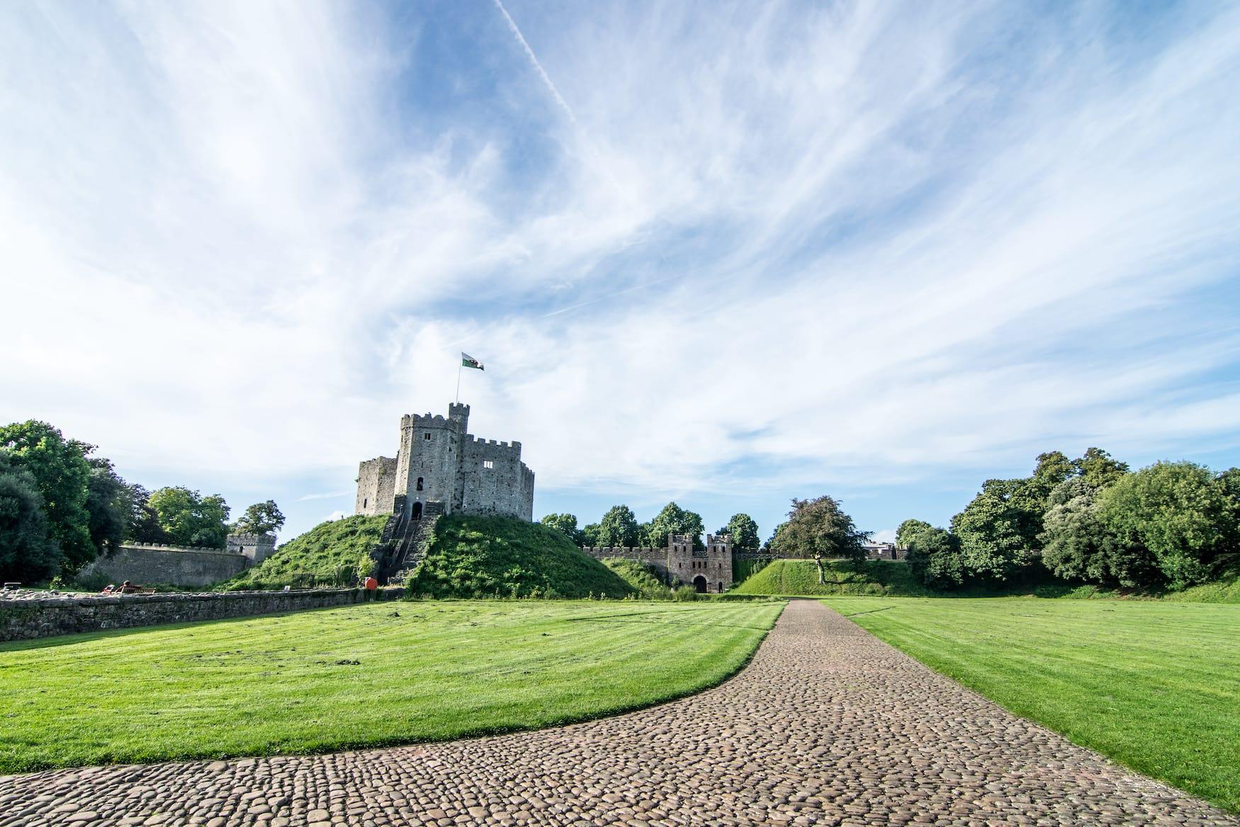 Das Cardiff Castle in Cardiff an sonnigem Tag