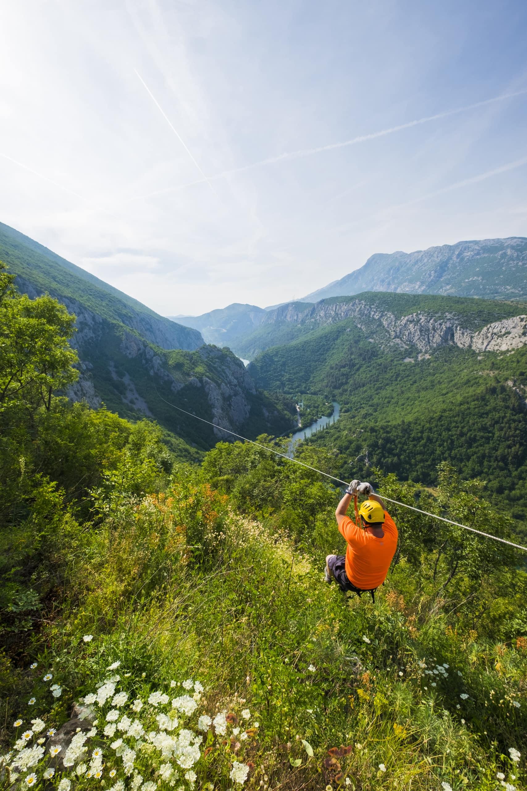 Ziplining über den Cetina-Fluss in Kroatien verspricht eine Menge Action