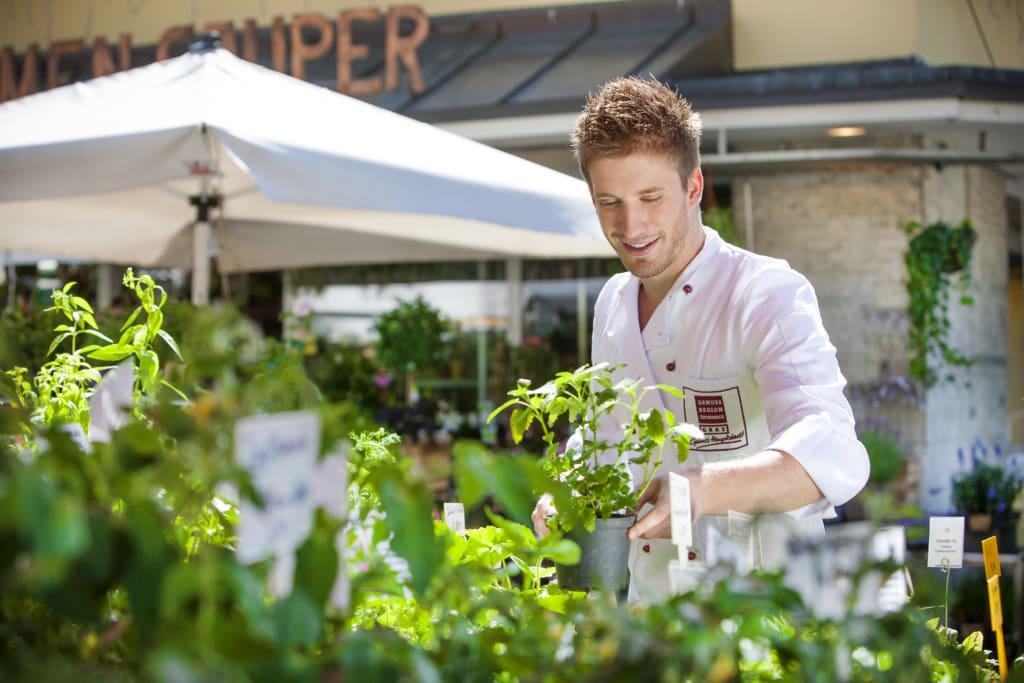Koch auf dem Kaiser-Josef-Markt in Graz