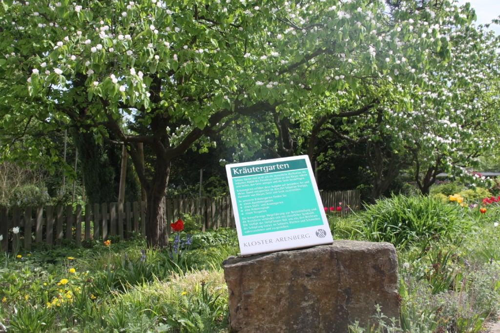 Urlaub im Kloster: Kräutergarten in Kloster Arenberg