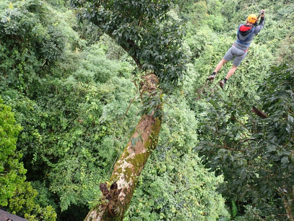 Zipline-Teilnehmer in Laos