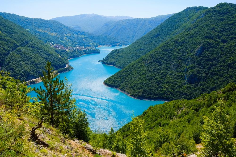 Urlaub in Montenegro: Blick auf den Piva Canyon