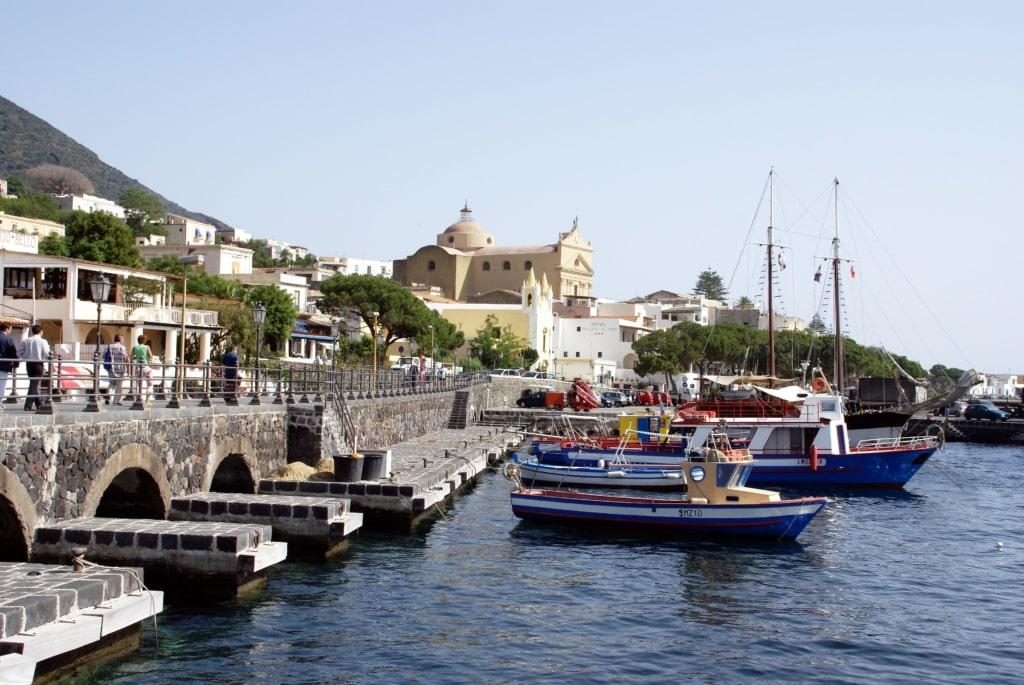 Hafen von Santa Marina auf Salina