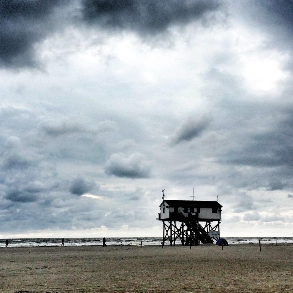 Strand St. Peter Ording mit bewölktem Himmel