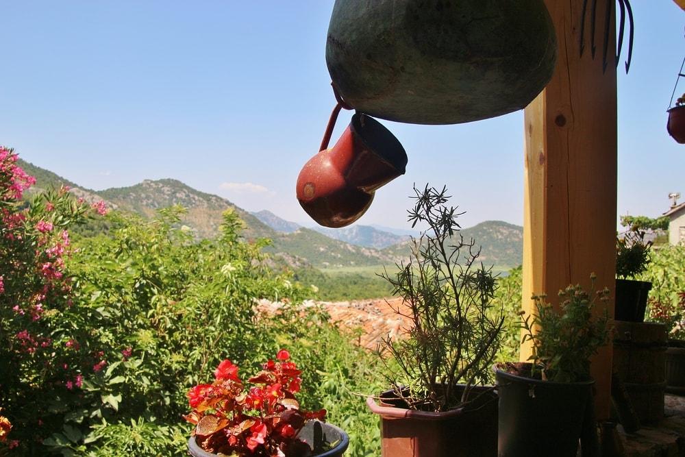Urlaub in Montenegro: Terrasse in Godinje